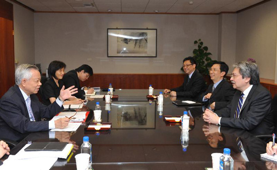 "Honorary Chairperson of the Hong Kong-Taiwan Economic and Cultural Cooperation and Promotion Council, Mr John C Tsang, meeting the Governor of the ""Central Bank of the Republic of China (Taiwan)"", Mr Perng Fai-nan (left) during his visit to Taipei from June 5-7 2013."